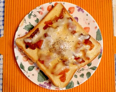干し柿のチーズトーストの写真